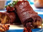 イベリコ豚肩ロースのロール仕立てチーズとドライフルーツのソース料理レシピ