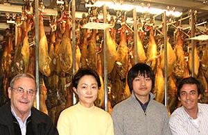 イベリコ豚生産者と店長