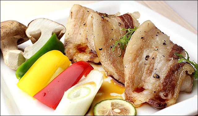 イベリコ豚ベジョータバラ焼肉の黒胡椒・醤油ソース