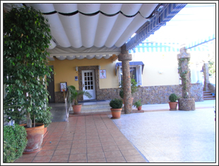 スペインレストラン外観